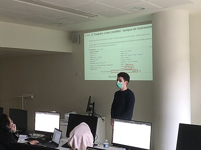 WikiLucas00 presenting Lingua Libre and the French-speaking Wiktionary at INaLCO.jpg