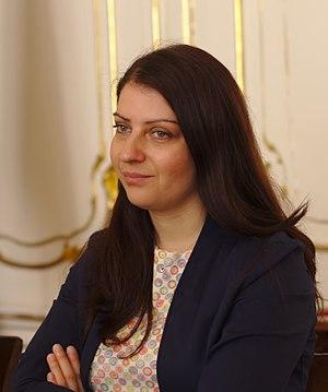 Muna Duzdar - Image: Wikimedia meeting with State Secretary Muna Duzdar Vienna May 2017 (2)