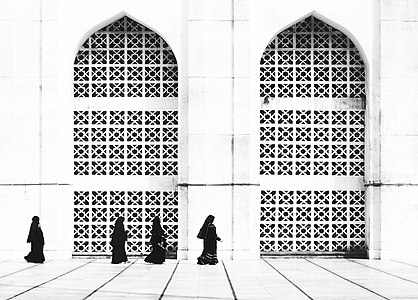 Women are looking for praying place at Baitul Mukarram National Mosque