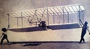 WrightBrothers 1901 2 WilburInTheAir.jpg