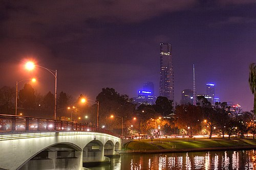 Yarra and bank by night02.jpg
