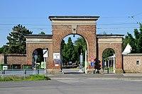 Zentralfriedhof Wien Tor 3.jpg