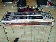 Une guitare en acier à pédale de console avec deux manches