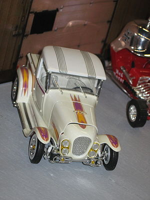 Ala Kart (custom car) - The AMT kit. The hood fit is poor, and the grille rake is not visible, but the chromed lakes pipes are, along the edge of the running board.