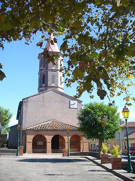 Pelleport (31): l'église Notre-Dame vue depuis la place du village