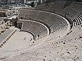 مشهد من المدرج الروماني في عمان.jpg
