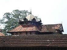 താഴിക കുടം--പെരുവനം ക്ഷേത്രം.JPG