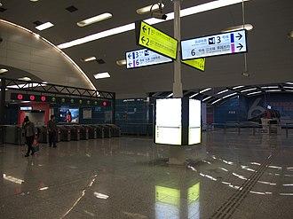 Chongqing Rail Transit - Image: 重庆轨道交通 红旗河沟站 大堂十字换乘三号线与六号线