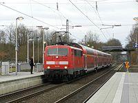 111 121 Einfahrt als RE 4 in Übach.jpg
