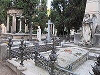 183 Cementiri de Vilafranca del Penedès, panteó Miquel Torres.JPG