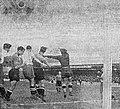 1937 (octobre), match Montpellier-T.F.C (1-1), un dégagement du gardien toulousain Roux.jpg