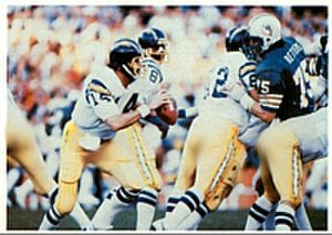 1981–82 NFL playoffs - Chargers' quarterback back Dan Fouts (middle) runs a play against the Dolphins in the AFC Divisional Playoff game.
