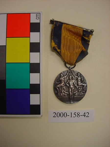 File:2000-158-42 Award, Medal, Olympic, Silver,Reverse (7203941342).jpg