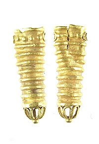 2011T44-Post-Medieval-gold-aglet-from-Greenwich (FindID 421748) (cropped).jpg