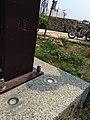2013-09-15 13.43.48 高雄旗津砲台往燈塔路旁太陽能燈泡-1.jpg
