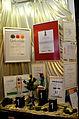 2014-07-17 Auszeichnungen, Urkunden, Pokale im geöffneten Schaufenster des sozialen Kaufhauses fairKauf in Hannover.JPG
