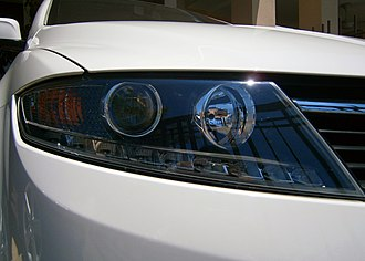 Proton Prevé - The headlights on the Prevé sport LED position lamps.