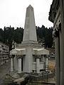 216 Panteó Avellana, en forma d'obelisc.jpg