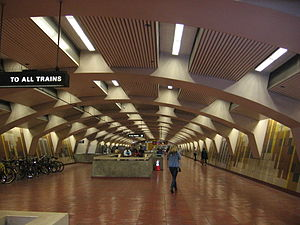24th Street Mission station - The concourse level of the 24th Street Mission BART Station