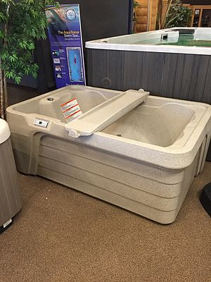 Hot tub - Image: 2 person spa