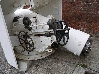 QF 6-inch naval gun - MK III gun at Fort Nelson. This shows the left trunnion (detailed in black) by which it is mounted on a Vavasseur recoil slide, and there are no lugs on the underside of the breech ring