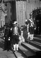 A Guarda dos Archeiros nas escadas da Sé (1909-02) - Joshua Benoliel.png