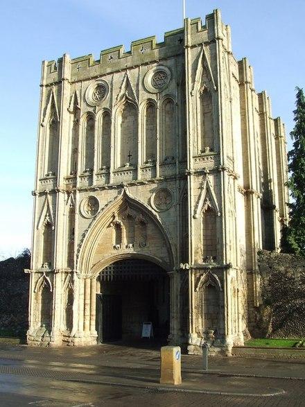 Bon Dimanche 440px-Abbey_gate_-_geograph.org.uk_-_639158