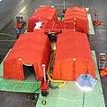 Abrollbehälter-Dekontamination-Zivilpersonen der Feuerwehr Hannover aufgebaut.jpg