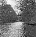 Achteraanzicht, park achter het huis - Baarn - 20027149 - RCE.jpg