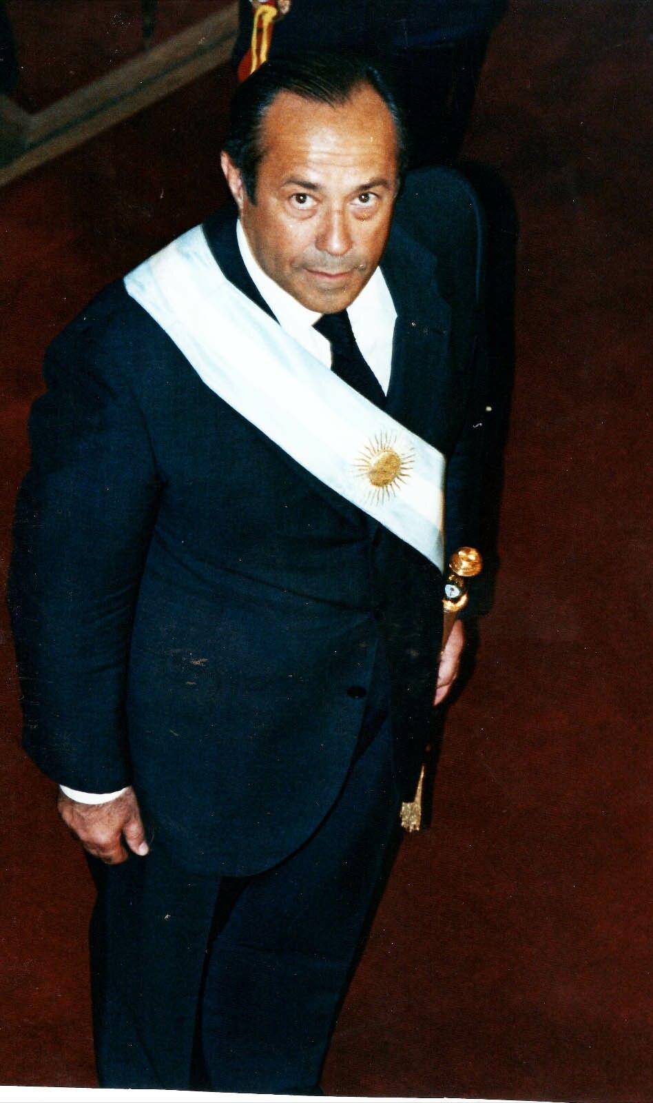 Adolfo Rodríguez Saá con banda presidencial