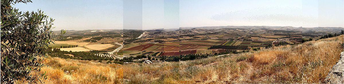 תמונה פנורמית מתל עדולם לעבר דרום יהודה והרי יהודה באופק