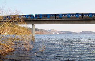 Albysjön (Botkyrka) - The Stockholm Metro passing over Albysjön