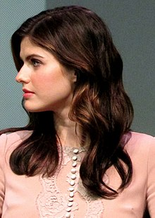 Description de l'image  Alexandra Daddario at the Apple Store Soho in New York City, July 29, 2013.jpg.