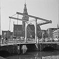 Alkmaar Waagplein met waaggebouw en met op de voorgrond de Schapenbrug (foto sp, Bestanddeelnr 254-4046.jpg