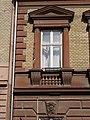 Almássy tér 13, ablak, felette timpanon, alatta balusztrád, 2018 Erzsébetváros.jpg