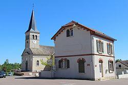 Ancienne poste et église de St Etienne en Bresse.jpg
