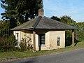 Athelhampton, small lodge - geograph.org.uk - 983903.jpg