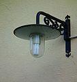 Außenbeleuchtung mit Energiesparlampe Juni 2012 Klein-Auheim.JPG