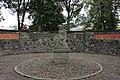 Bad Oldesloe - Alter Friedhof, Ehrenmalanlage und Skulptur.JPG