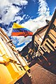 Bandera de Colombia flameando en la Candelaria.jpg