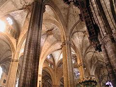 Barcelona cattedrale volte pilastri.jpg