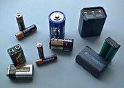 Las baterías comunes poseen dos electrodos.