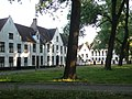 Begijnhof Brugge Binnenplein Westkant 1.jpg