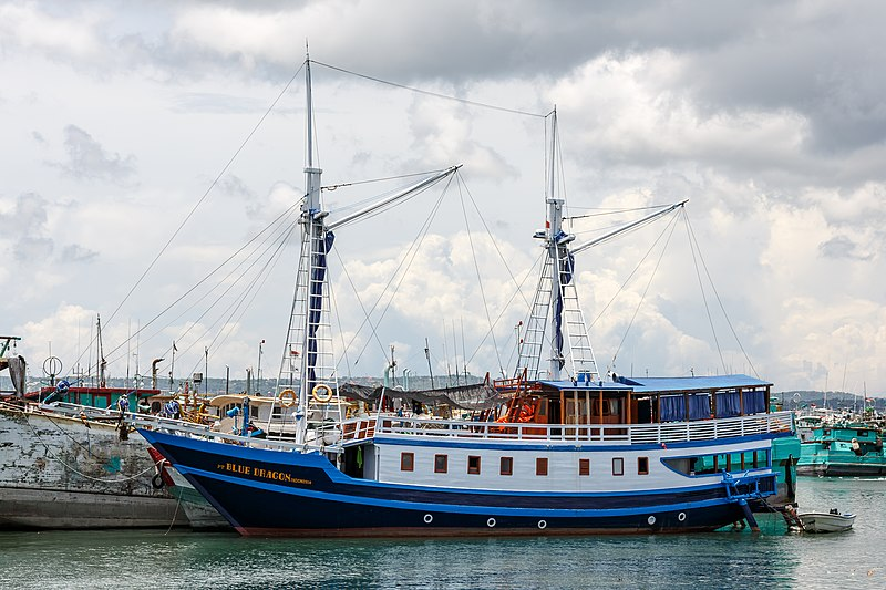 File:Benoa Bali Indonesia-Diveboat-PT-Blue-Dragon-Indonesia-01.jpg