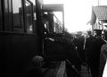 Bernardino Machado a bordo do comboio que o vai conduzir ao exílio em Paris, na sequência da revolução de Sidónio Pais, 1917.png