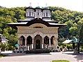 Biserica nouă a mănăstirii Lainici.JPG