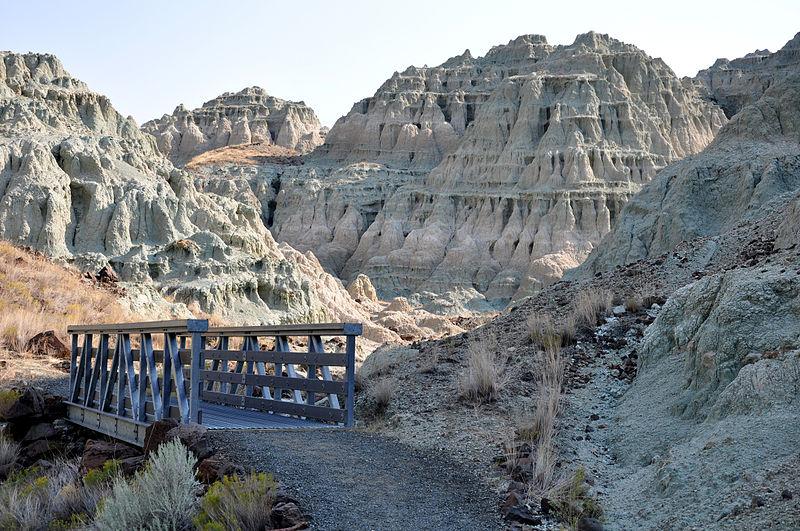File:Blue basin lower trail.jpg