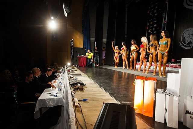Bodybuilding and fitness bikini open tournament in Kaliningrad (2016-10-16) 05.jpg