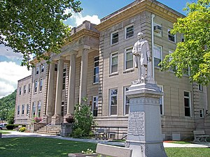 The Boyd County Courthouse in Catlettsburg, with a statue of John Milton Elliott