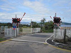 Bunchrew Level Crossing (9591068095).jpg